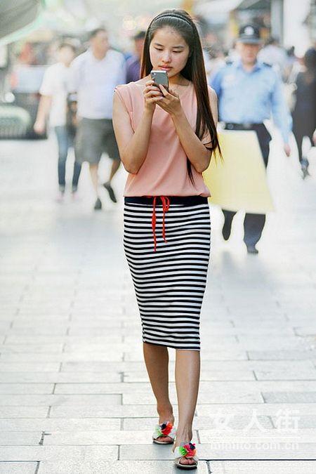 6月气质靓女街拍 夏季潮流装